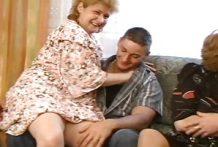 Oma's worden geneukt door jonge kerels