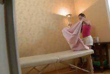 Lekkere blondine krijgt massage met een leuk einde